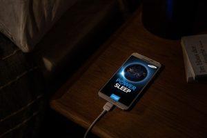 Зарядно за телефон през нощта - Keysoo
